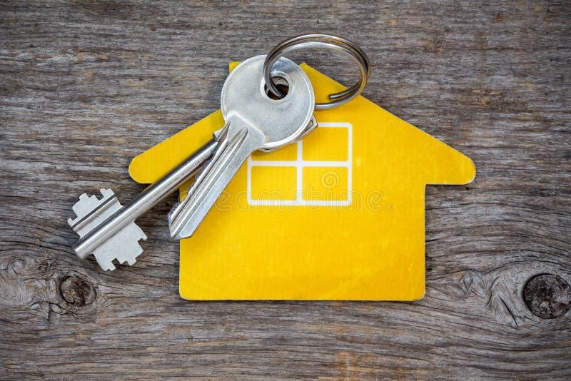 Schlüssel und Haussymbol lizenzfreies stockbild