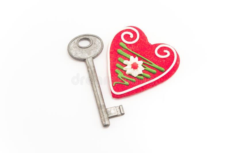 Schlüssel und Herz lokalisiert auf Weiß stockbild
