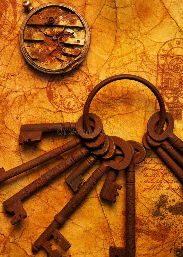 Schlüsselbund mit Gänge auf dem alten Papier. stockfotos