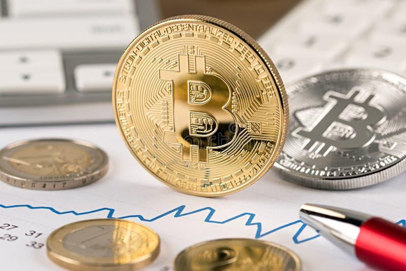 Schlüsseleurogeldumtausch-Finanzkonzept Bitcoin stockbilder