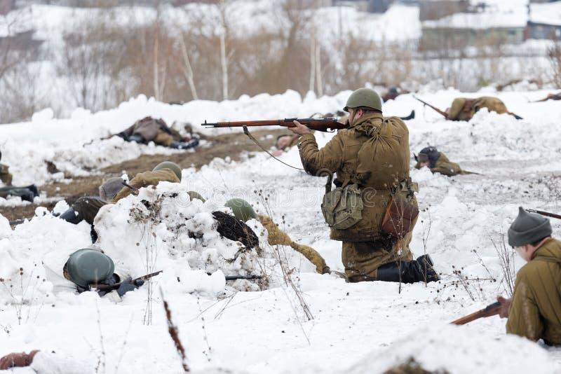 Schlachtfeld während des Militär-historischen Festivals lizenzfreie stockfotos