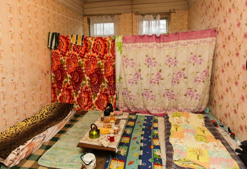 Schlafbereich für Flüchtling in der vorübergehenden Wohnung stockbilder