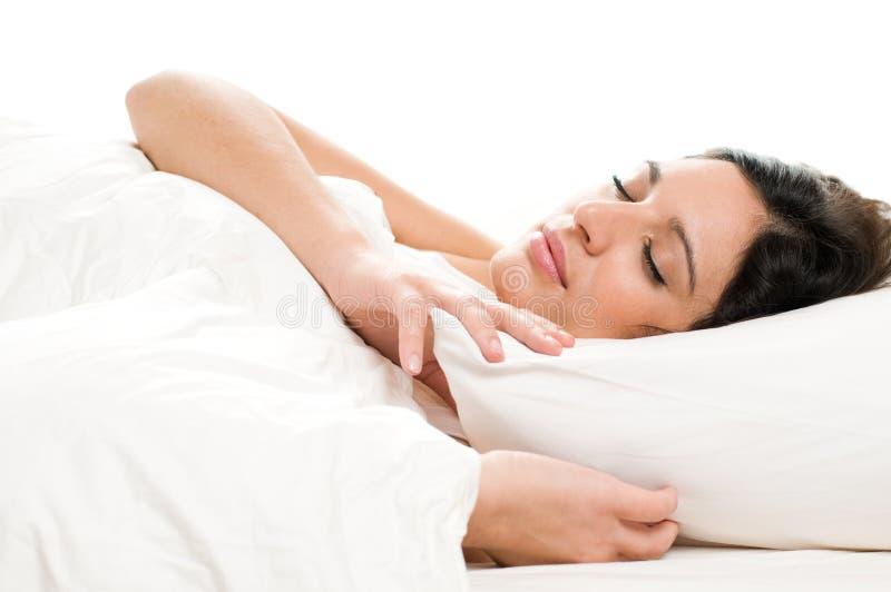 Schlafen der jungen Frau lizenzfreies stockbild