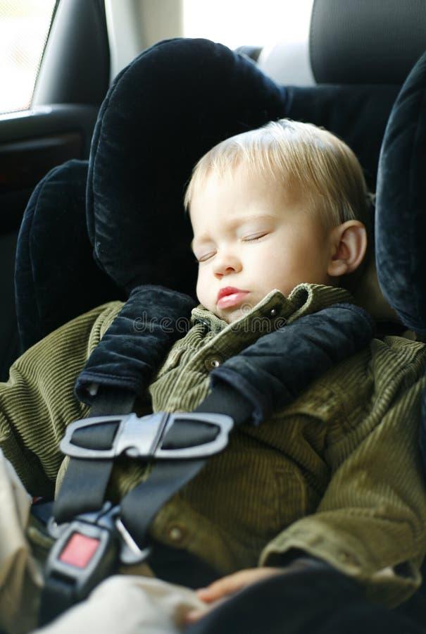 Schlafen des kleinen Jungen lizenzfreie stockbilder
