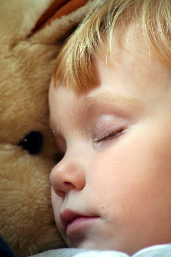 Schlafend mit einem angefüllten Pferd 3 lizenzfreie stockfotos