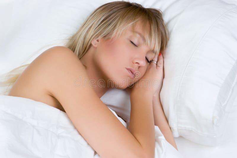 Schlafende blonde Frau lizenzfreies stockbild