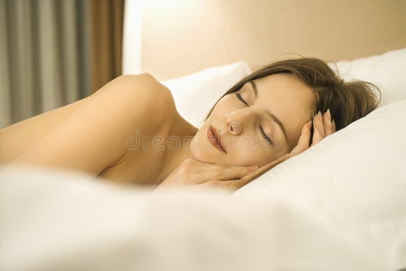 Schlafende Frau. lizenzfreies stockfoto