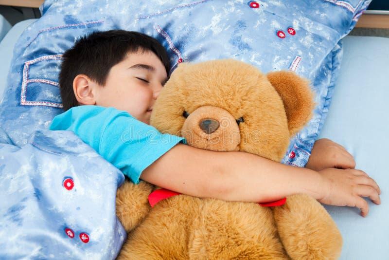 Schlafender Junge lizenzfreie stockbilder