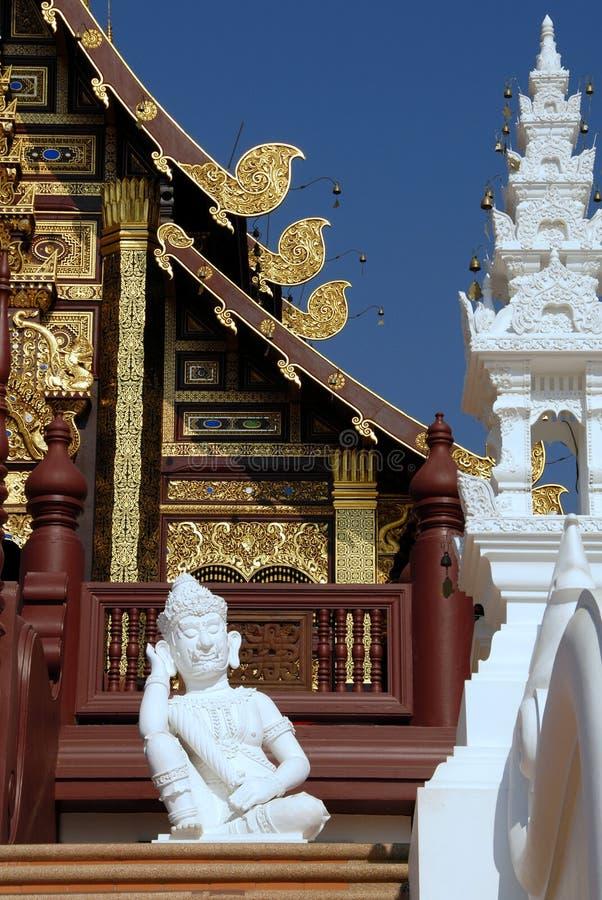 Schlafenwächterstatue weißer Lanna-Art thailändische lizenzfreie stockfotos