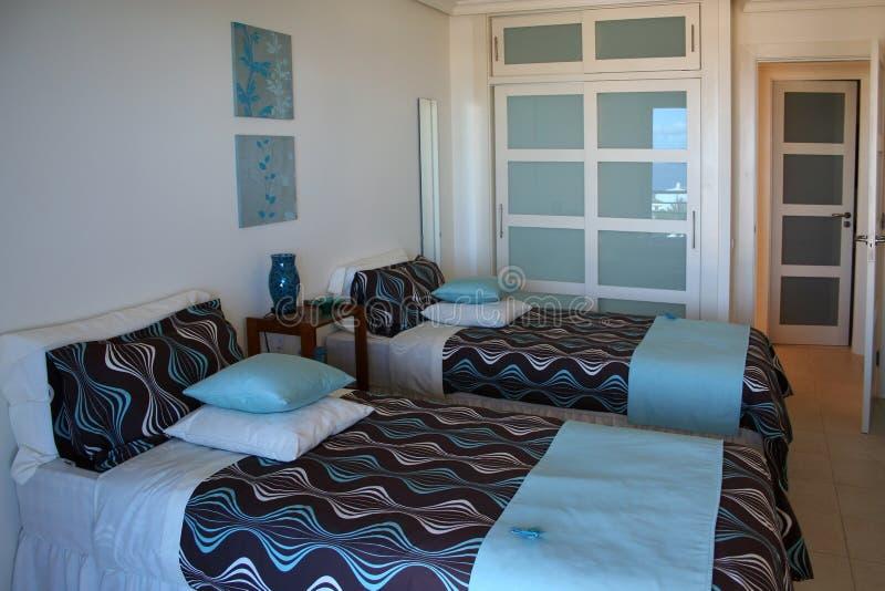 Schlafzimmer in der Wohnung lizenzfreie stockfotografie