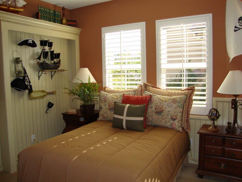Schlafzimmer des jungen Jungen stockfoto