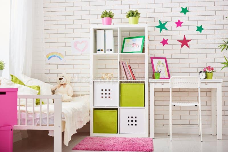 Schlafzimmer für Kindermädchen lizenzfreie stockfotografie