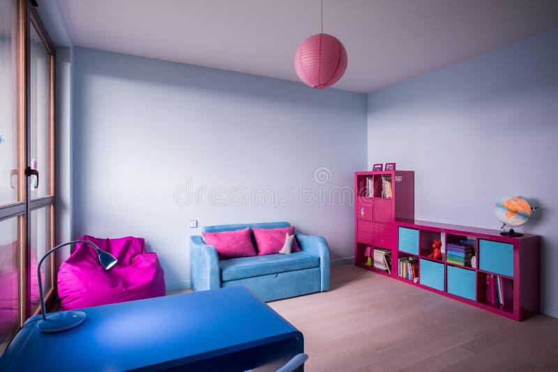 Schlafzimmer für kleines Mädchen lizenzfreie stockfotos