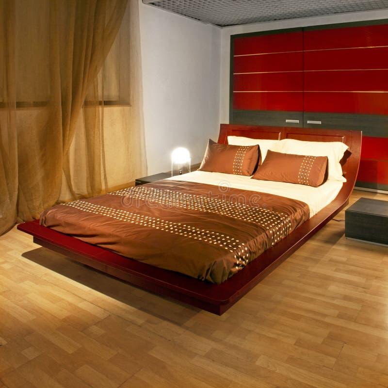Schlafzimmer im Rot stockbild