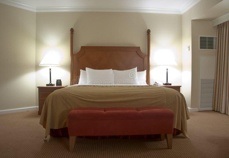 download schlafzimmer mit nachttischlampen stockbild bild von umgearbeitet borduhr 17210353 - Nachttischlampen