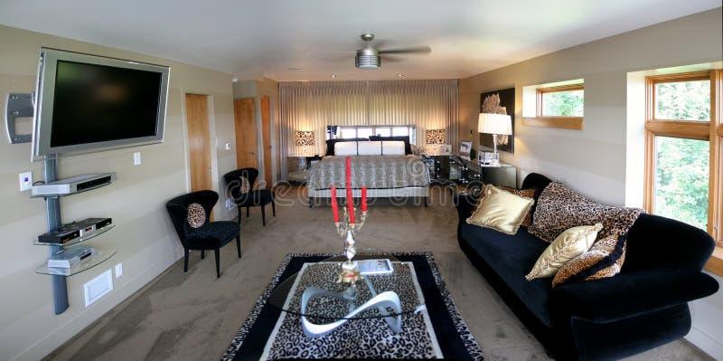 Schlafzimmer mit Sitzenbereich stockfotos