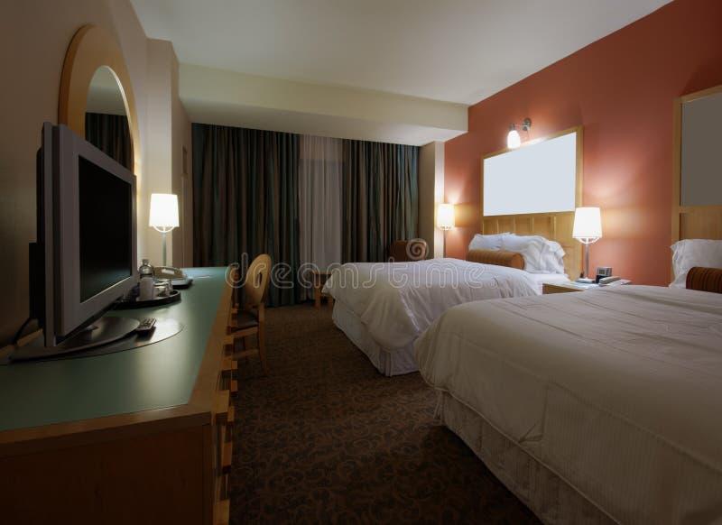 Download Schlafzimmer Mit Zwei Betten Mit Fernseher Stockbild   Bild Von  Feld, Trennvorhang: 36656085