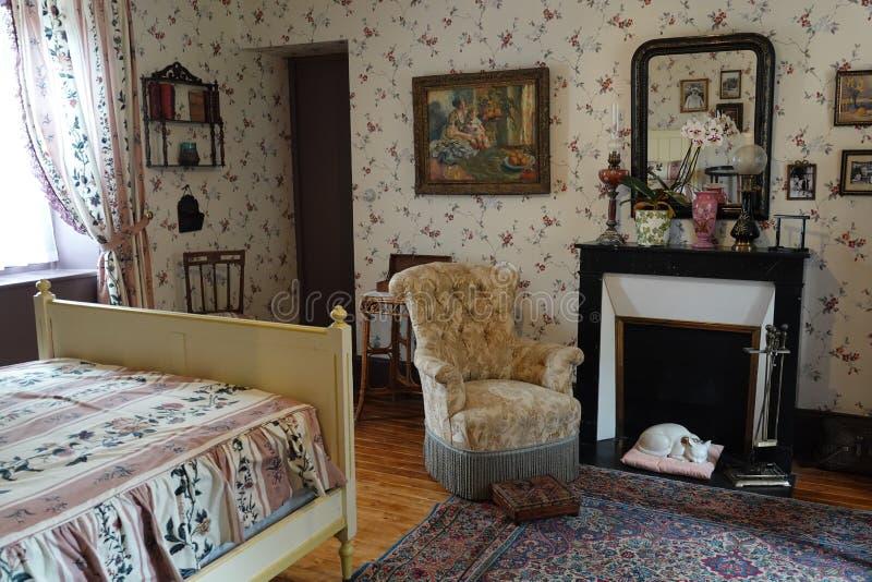 Schlafzimmer von Monets-Haus in Giverny lizenzfreie stockbilder