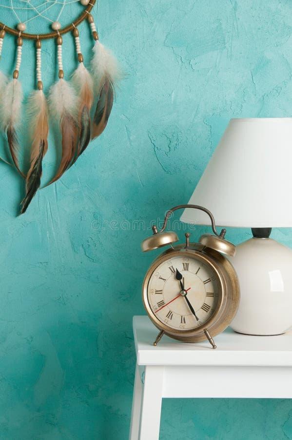 Schlafzimmerdekor auf Aquamarin stockbild