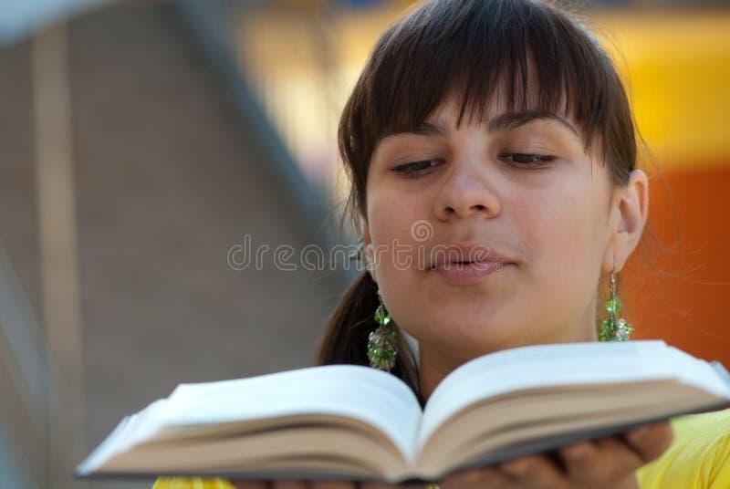 Schlag über Buch stockfotos