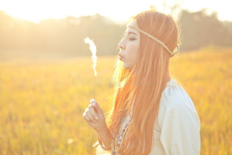 Schlagblume der Hippiefrau stockbilder