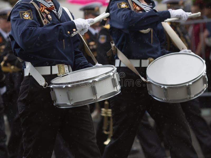 Schlagzeuger in einer Blaskapelle lizenzfreies stockfoto