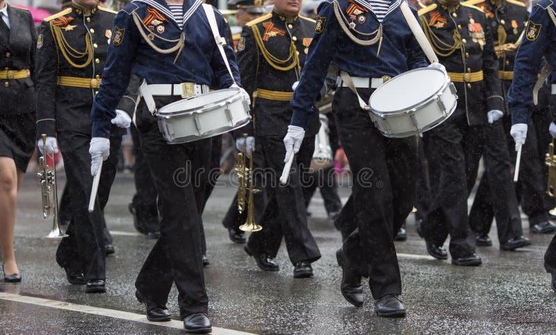 Schlagzeuger in einer Blaskapelle stockfotos