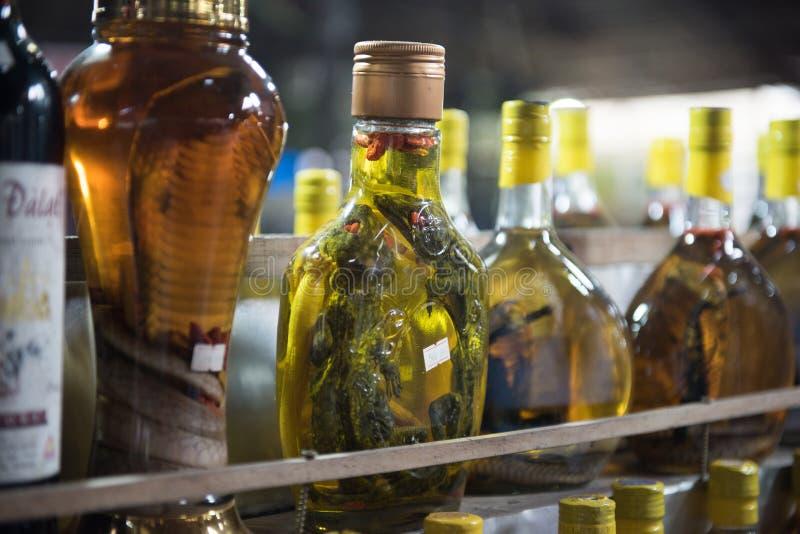Schlangen-Weine, die verkauft werden stockfotografie