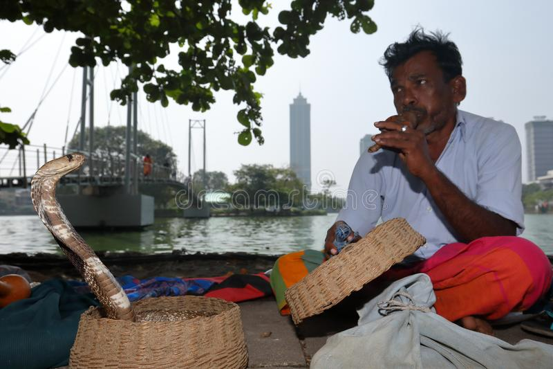 Schlangenbeschwörer von Colombo in Sri Lanka lizenzfreie stockfotos