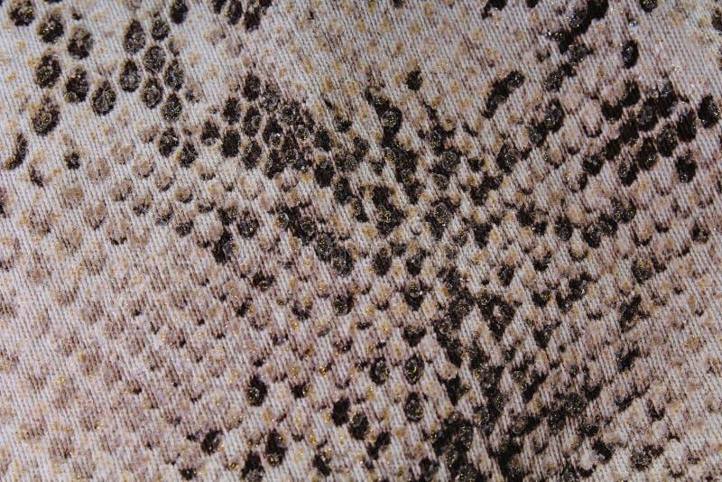 Schlangenhaut Beschaffenheitsmuster Fauxfälschungsplastikmode-Kleidergewebe mit Schlangenmuster lizenzfreie stockfotografie