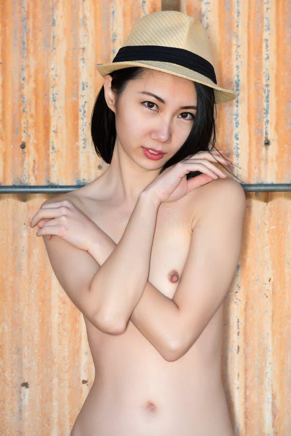 Nackte Chinesin