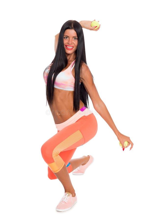Schlankes Eignungsmädchen führt gymnastische Übungen durch stockfotos
