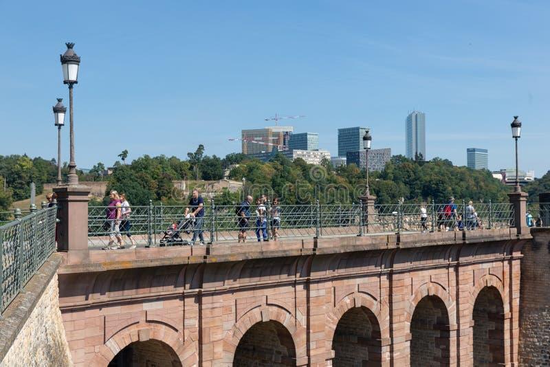 Schlassbreck most w Luksemburg mieście fortyfikacyjna Kazamata Du Bock obraz royalty free