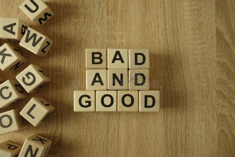 Schlechter und guter Text von den Holzklötzen lizenzfreies stockbild