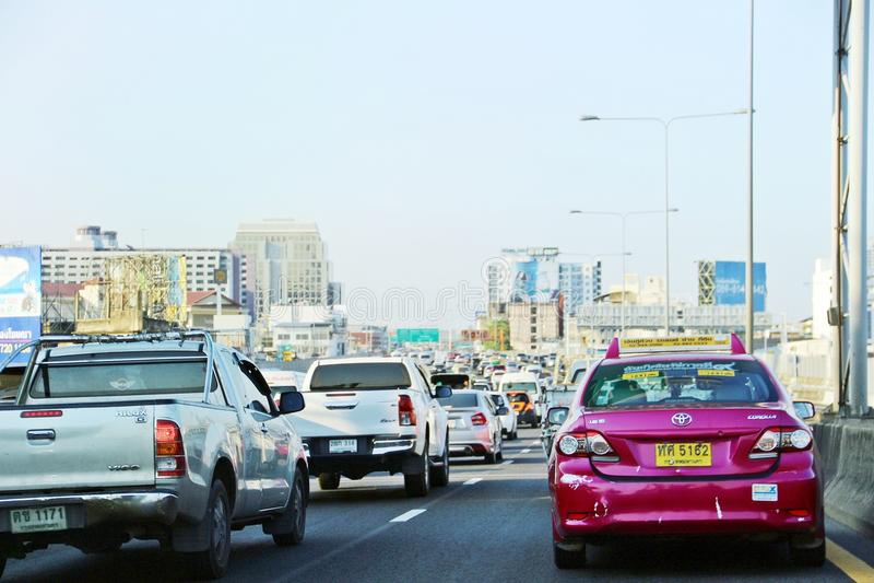 Schlechter Verkehr auf Bangkok-Landstraße lizenzfreies stockfoto