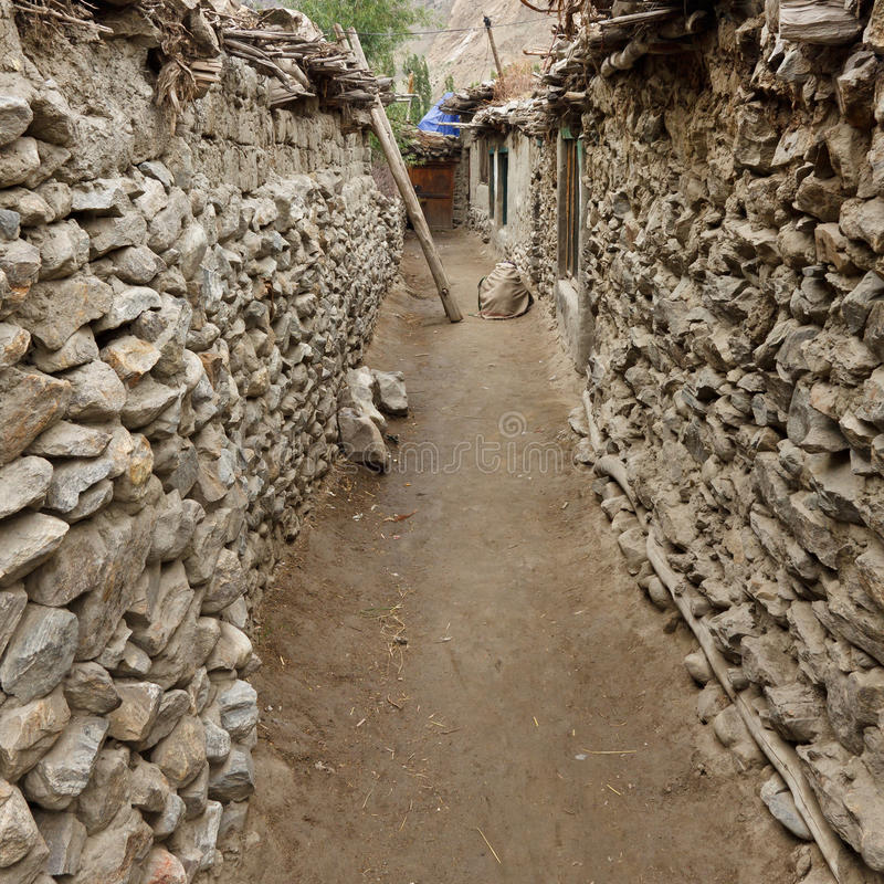 Schlechtes Dorf in den Karakorum-Bergen, Pakistan lizenzfreie stockfotografie
