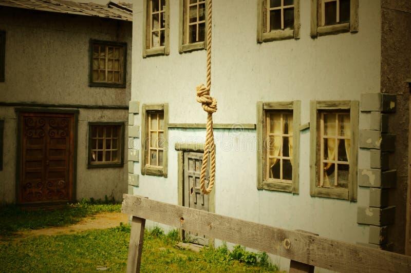 Schleife von einem Seil für den gehangenen Mann auf einem Gestell lizenzfreies stockfoto
