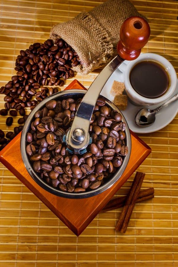 Download Schleifer Und Anderes Zubehör Für Den Kaffee Stockbild - Bild von getränk, frech: 26369789
