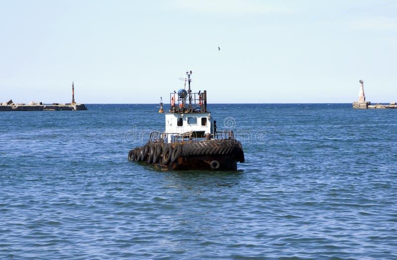 Schleppenmotorboot lizenzfreie stockbilder