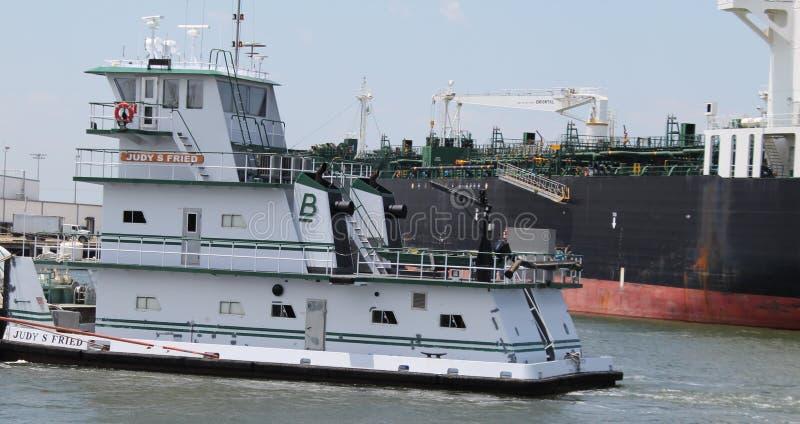 Schlepper, der Tanker führt lizenzfreie stockfotografie