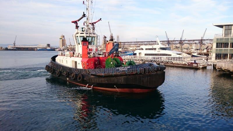 Schlepperboots-Kapstadt-Hafen lizenzfreie stockbilder