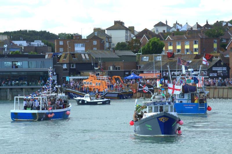 Schleppnetzfischer-Rennen Folkestone England stockbild