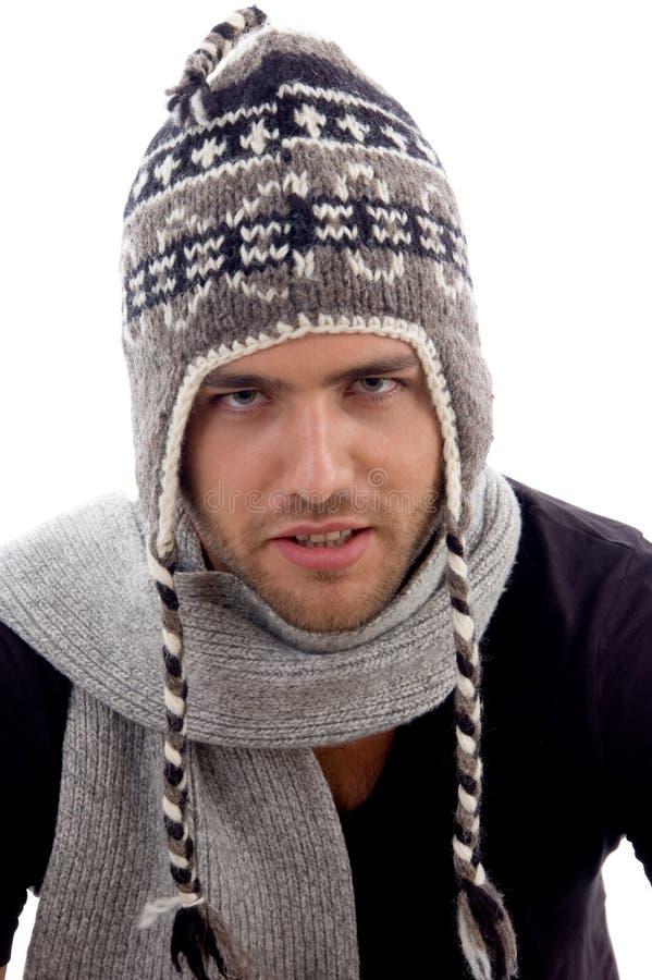 Schließen Sie herauf Ansicht der männlichen vorbildlichen tragenden Stilistschutzkappe stockfoto