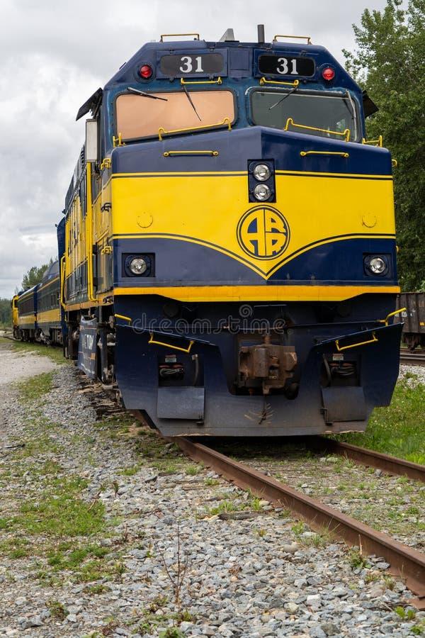 Schließen Sie herauf Ansicht des Alaska-Eisenbahnschienenfahrzeugs stockbilder