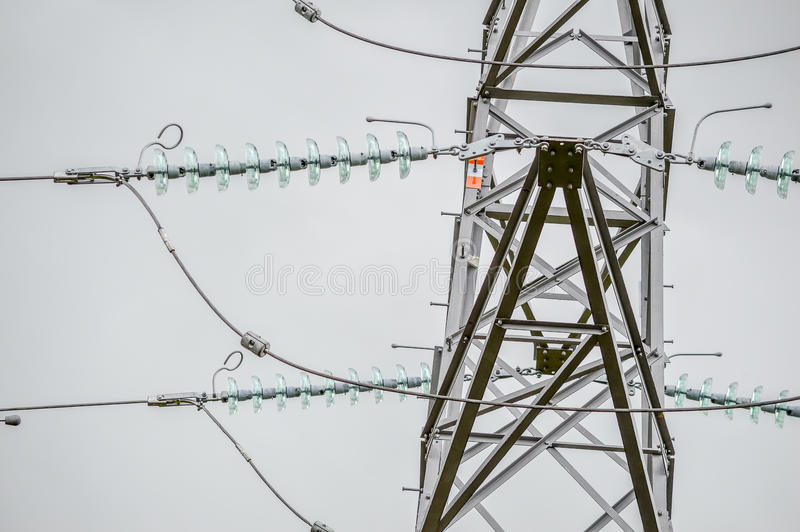 Schließen Sie herauf Ansicht eines Strom-Masts stockfotografie