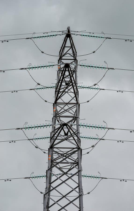 Schließen Sie herauf Ansicht eines Strom-Masts lizenzfreies stockbild
