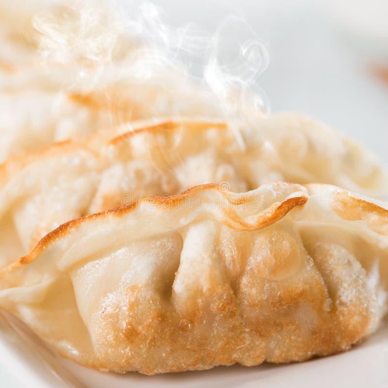 Schließen Sie herauf asiatischer Feinschmecker gebratene Mehlklöße stockbild