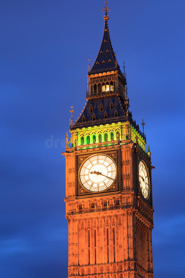 Schließen Sie herauf Big Ben in der Dämmerung in London, Großbritannien stockbilder