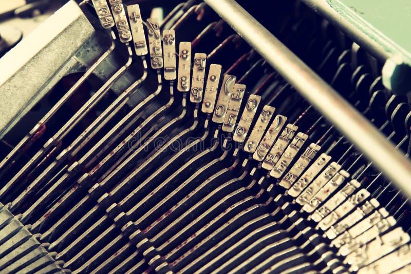 Schließen Sie herauf Bild von metallischen Schreibmaschinenschlüsseln Weinlese gefiltert Selektiver Fokus lizenzfreie stockfotografie