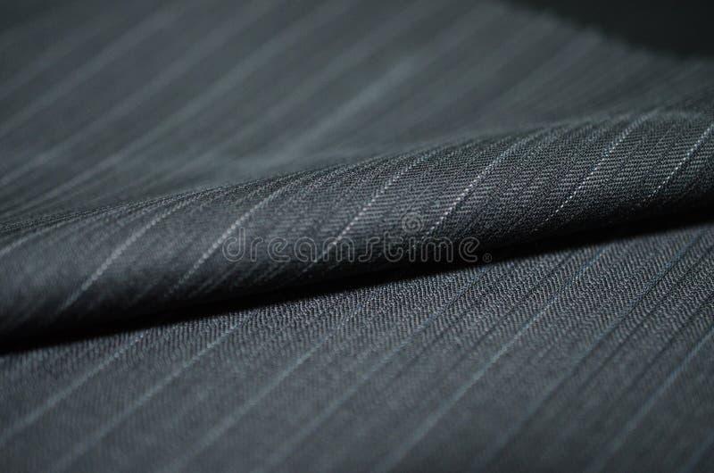 Schließen Sie herauf blaues Schattengewebe des Rollenschwarzen des Anzugs stockfotografie